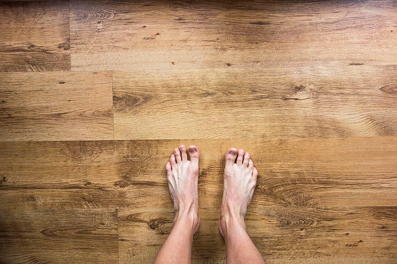 Limpiar suelos de madera frente al COVID-19